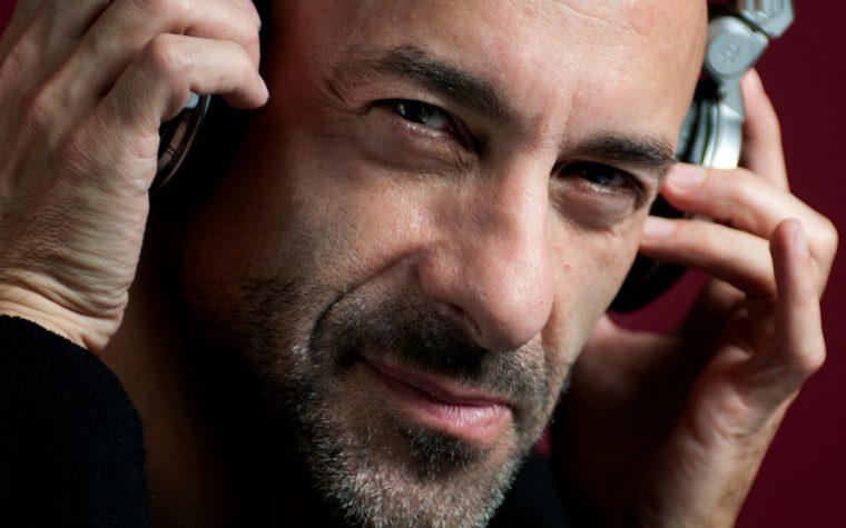 Alessio Bertallot continua la sua radio