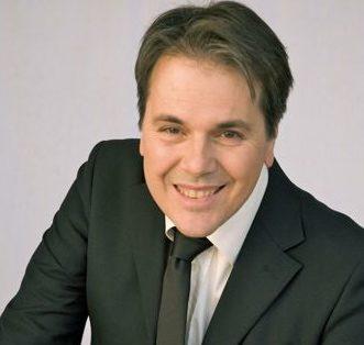 Video-intervista a Maurizio Desinan, la voce ufficiale di Radio Deejay (dal 1987 al 2000)