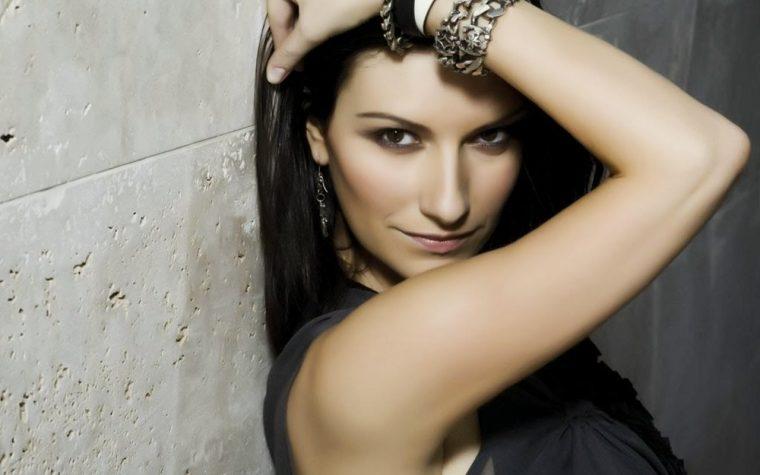 Oggi alle 11 Laura Pausini su Radio Deejay