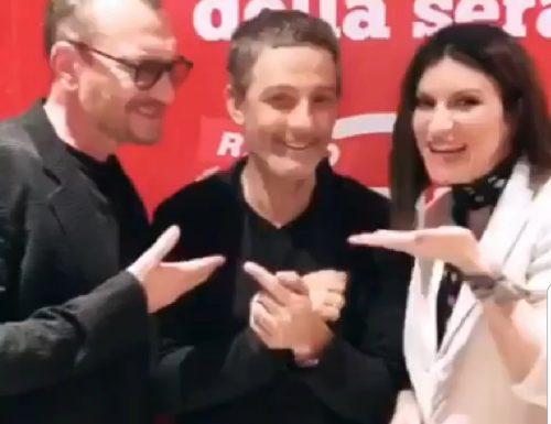 #Ora su Radio Deejay, ospiti di Fiorello: Laura Pausini e Biagio Antonacci